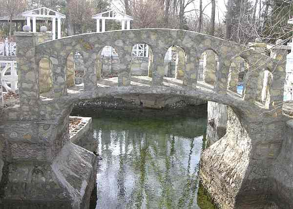 Kracht Castle Moat and bridge
