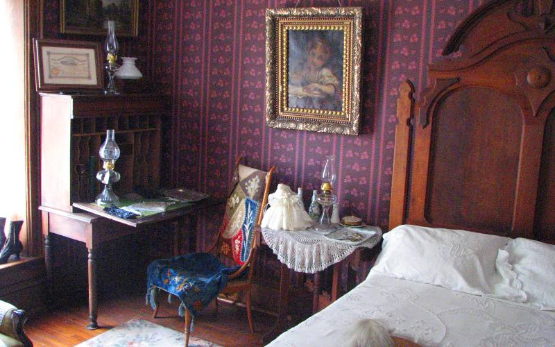 Haunted bedroom in Ward-Meade?