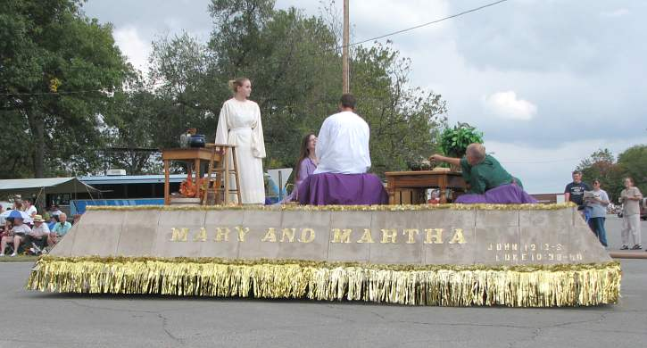Mary and Martha float in Biblesta parade