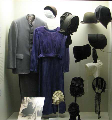Mennonite clothing at the Kauffman Museum