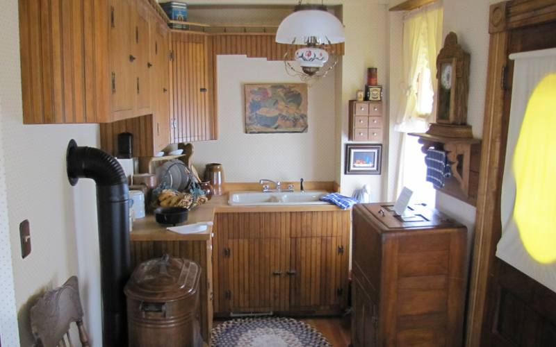 Heym-Oliver House kitchen