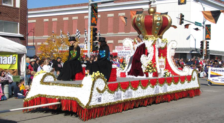 Queens float at Neewollah in Independence, Kansas
