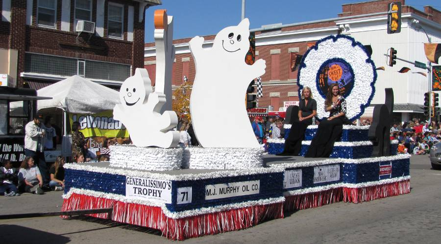 Ghost float in Neewollah parade