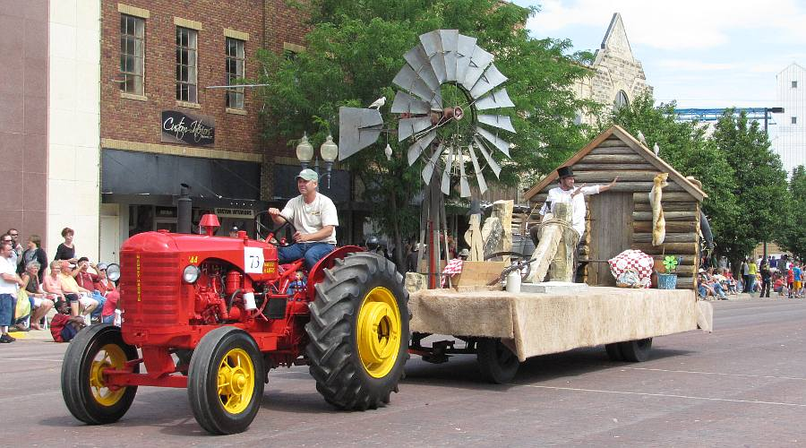 Tractor and float in the Prairiesta Parade