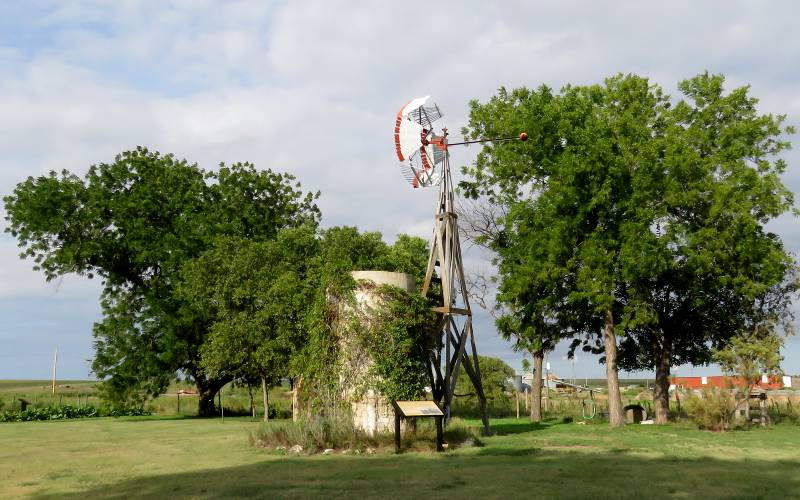 Cottonwood Ranch windmill and cistern
