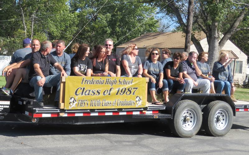 Class of 1987 float in Fredonia Homecoming Parade